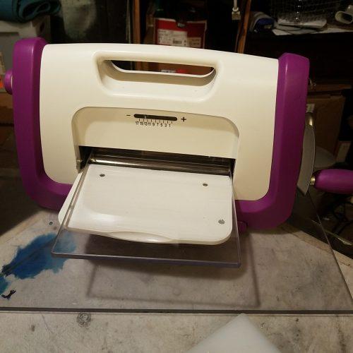 Mini press, purple and white press